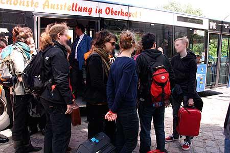 Aktivist_innen werden nicht in den Bus gelassen